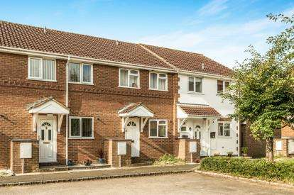 2 Bedrooms Terraced House for sale in Kingfisher Way, Bicester, Oxfordshire, Oxon