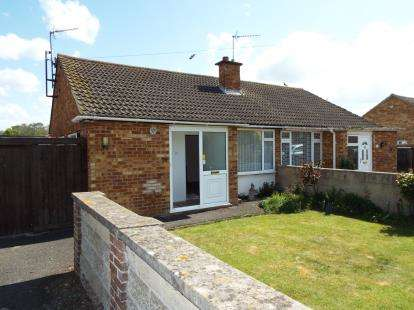 2 Bedrooms Bungalow for sale in Longfields, Bicester, Oxfordshire