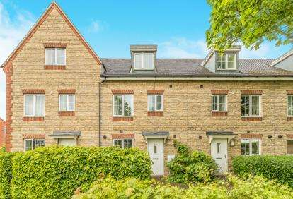 4 Bedrooms Terraced House for sale in Ploughley Road, Ambrosden, Bicester, Oxfordshire