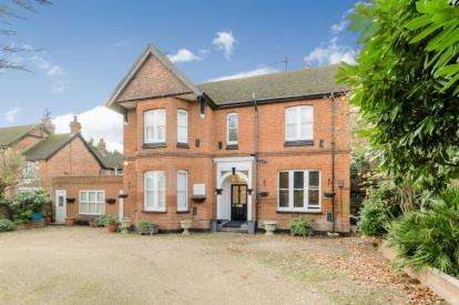5 Bedrooms Detached House for sale in Hitchin Road, Stevenage, Hertfordshire