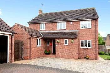 4 Bedrooms Detached House for sale in Dutch Court, Barlby, YO8