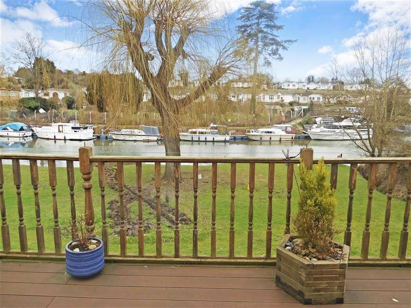 2 Bedrooms Park Home Mobile Home for sale in Lower Road, East Farleigh, Maidstone, Kent