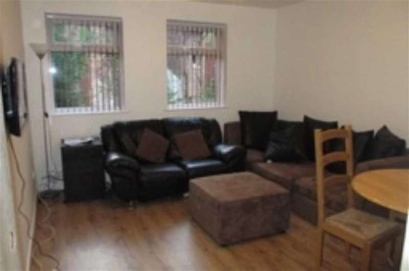 3 Bedrooms House Share for rent in Lees Hall Crescent, Manchester
