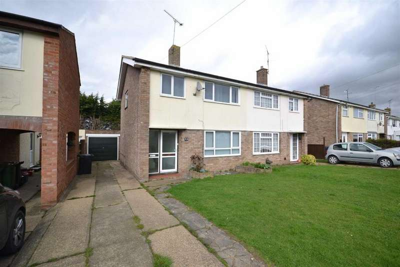 3 Bedrooms Semi Detached House for sale in Crown Way, Southminster