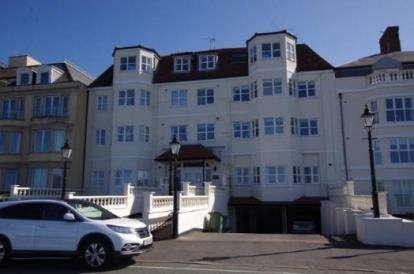 2 Bedrooms Flat for sale in Amalfi Court, Craig Y Don Parade, Llandudno, Conwy, LL30