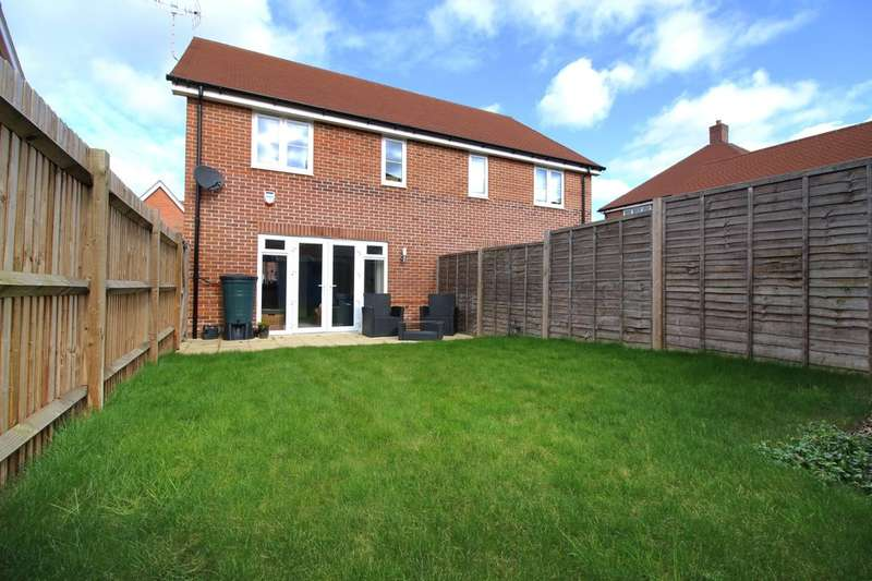 3 Bedrooms Semi Detached House for sale in Thompson Road, Wickhurst Green