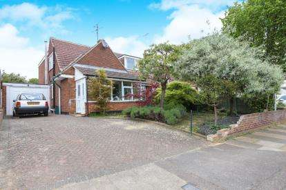 3 Bedrooms Bungalow for sale in Broadmead, Hitchin, Hertfordshire, England