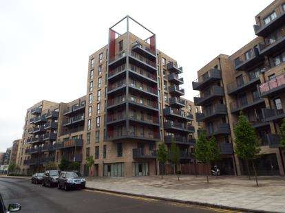 3 Bedrooms Flat for sale in Hitherwood Court, 28 Charcot Road, London