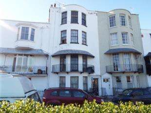 2 Bedrooms Flat for sale in Spencer Square, Ramsgate, Kent