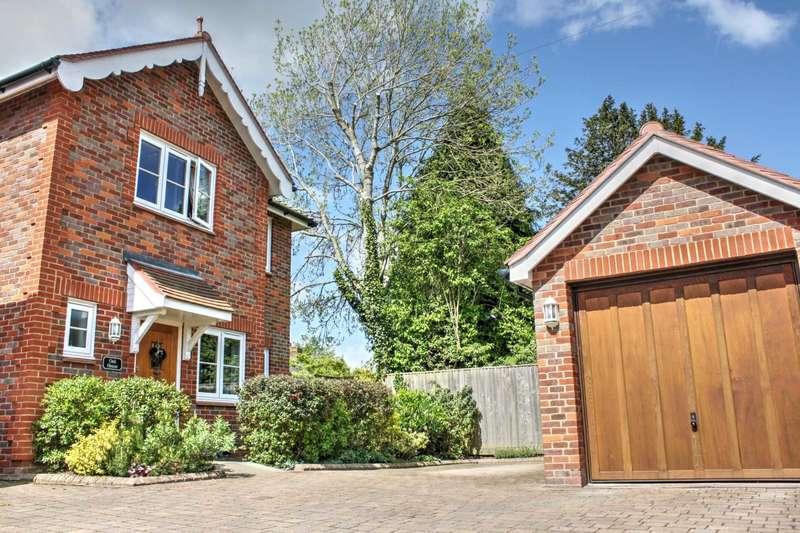 4 Bedrooms Link Detached House for sale in Bledlow Ridge