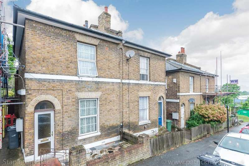 3 Bedrooms Semi Detached House for sale in Eden Road, London