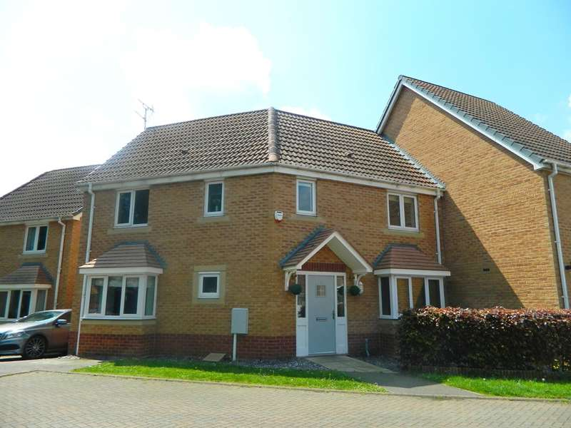 4 Bedrooms Semi Detached House for sale in Remus Court, North Hykeham