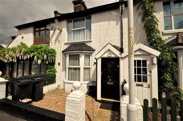 2 Bedrooms Terraced House for sale in Ashford, TN24
