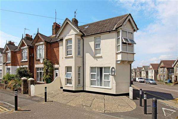 7 Bedrooms Detached House for sale in Garland Road, Poole