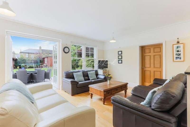 5 Bedrooms Detached House for sale in Glenesk Road, Eltham, SE9