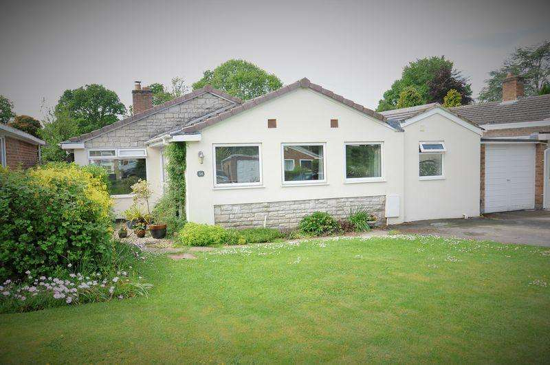 4 Bedrooms Detached Bungalow for sale in Strathmore Drive, Verwood