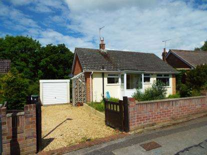 2 Bedrooms Bungalow for sale in Corfe Mullen, Wimborne, Dorset