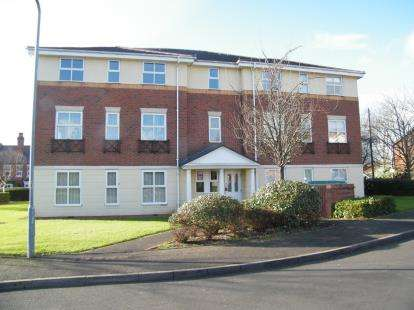 2 Bedrooms Flat for sale in Victoria Gardens, Cradley Heath, West Midlands