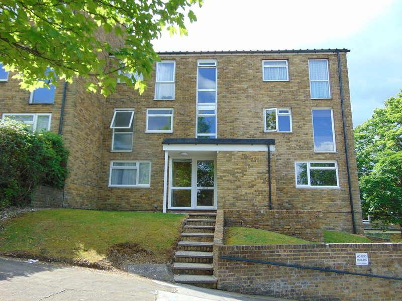 1 Bedroom Flat for sale in Markfield, Courtwood Lane, Croydon, CR0 9HL