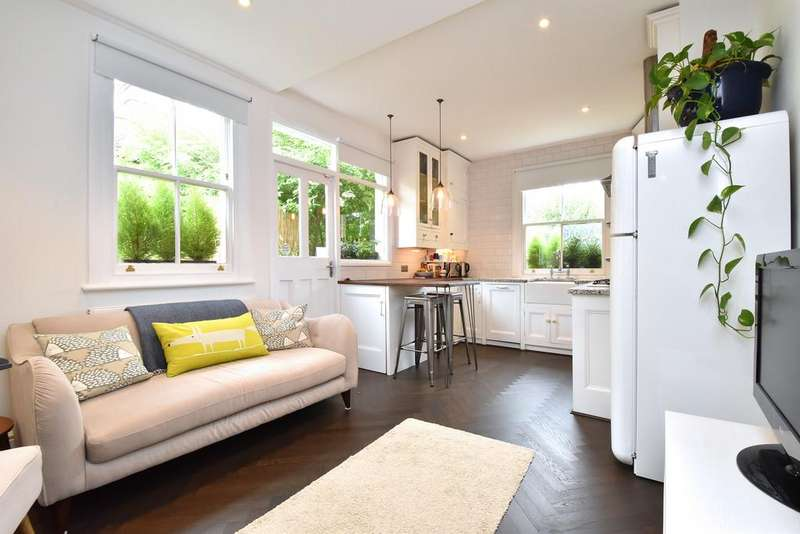3 Bedrooms Flat for sale in Overcliff Road SE13