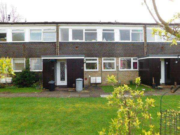 2 Bedrooms Maisonette Flat for sale in Gayton Court, Somers Road, Reigate, Surrey, RH2