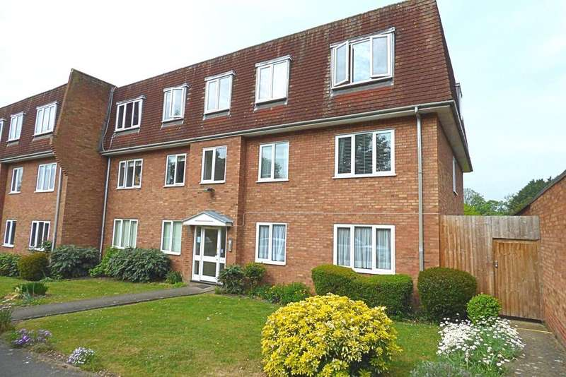 2 Bedrooms Ground Flat for sale in Gridiron Place, Upminster RM14