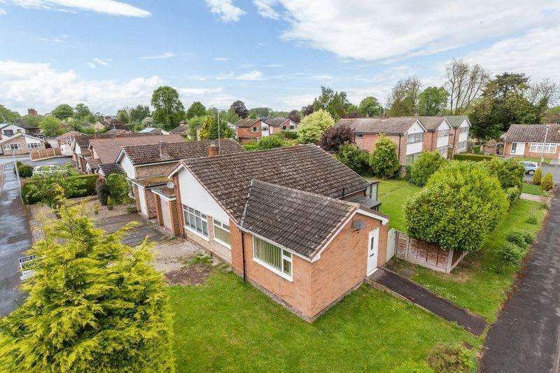 3 Bedrooms Bungalow for sale in Marlowe Drive, Nantwich