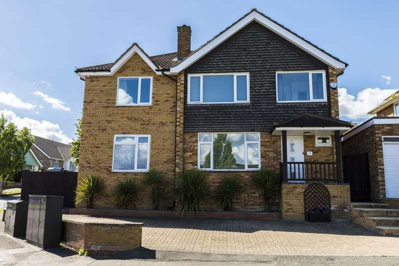 5 Bedrooms Detached House for sale in Kestrel Road, Brickhill, Bedford, MK41