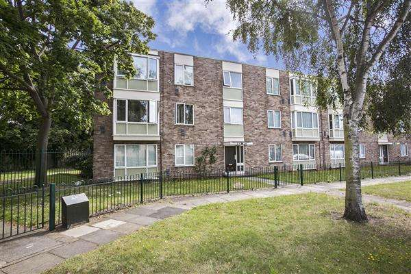 2 Bedrooms Apartment Flat for sale in Bethany Waye, Bedfont