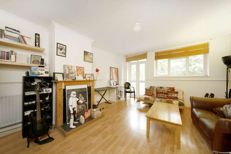 2 Bedrooms Flat for sale in Wickham Gardens, Brockley, London, SE4 1NA