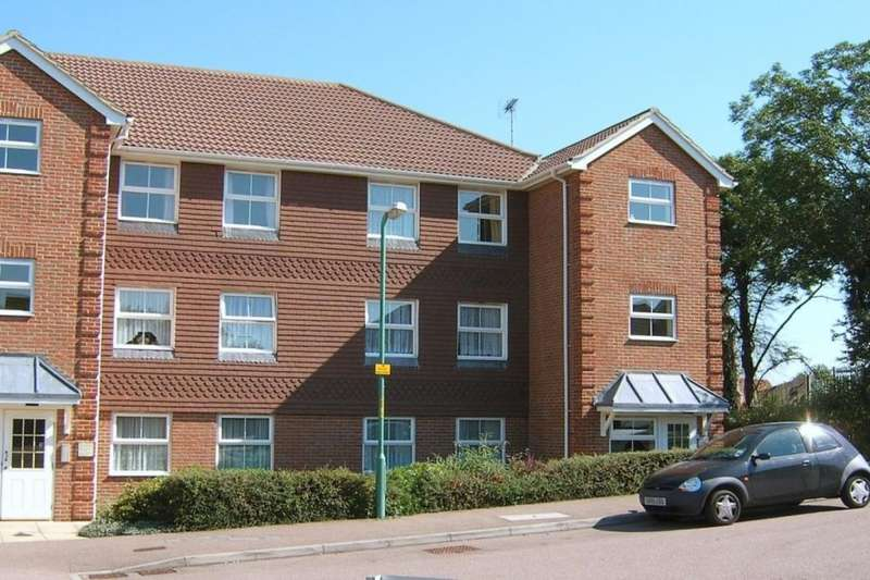 2 Bedrooms Flat for sale in Gatekeeper Chase, Rainham, Gillingham, ME8