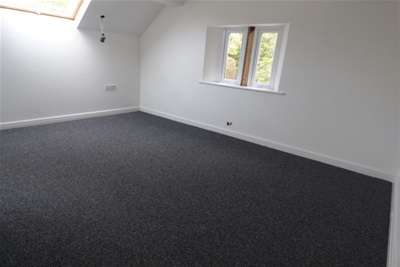 2 Bedrooms Maisonette Flat for rent in Garston Old Road, L19 9AF