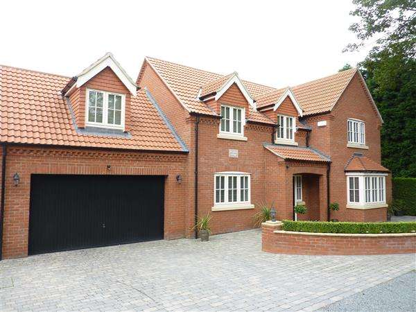 4 Bedrooms Detached House for sale in BRIGSLEY ROAD, WALTHAM, GRIMSBY