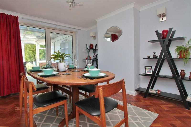 4 Bedrooms Semi Detached House for sale in Cowley Drive, Woodingdean