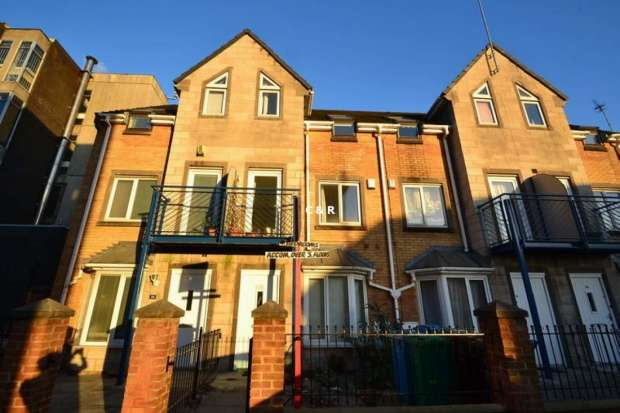 4 Bedrooms Semi Detached House for rent in Ellis Street Hulme M15 5ts Manchester