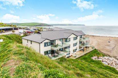 2 Bedrooms Flat for sale in Marine Drive, Bigbury, Devon