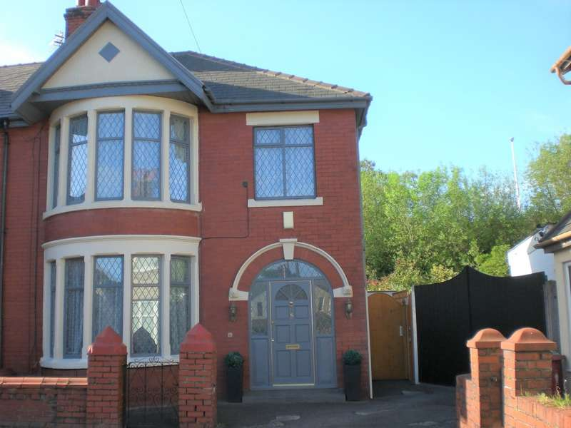 3 Bedrooms Semi Detached House for sale in Oak Avenue, Blackpool
