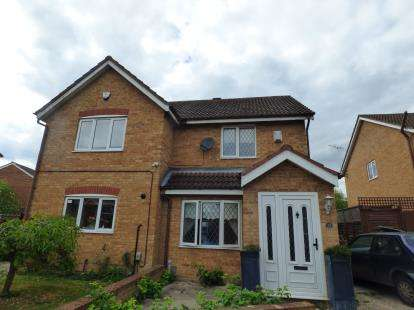 2 Bedrooms Semi Detached House for sale in Grenadine Close, Cheshunt, Waltham Cross, Hertfordshire
