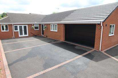 4 Bedrooms Bungalow for sale in Fackley Way, Stanton Hill, Sutton-In-Ashfield, Nottinghamshire