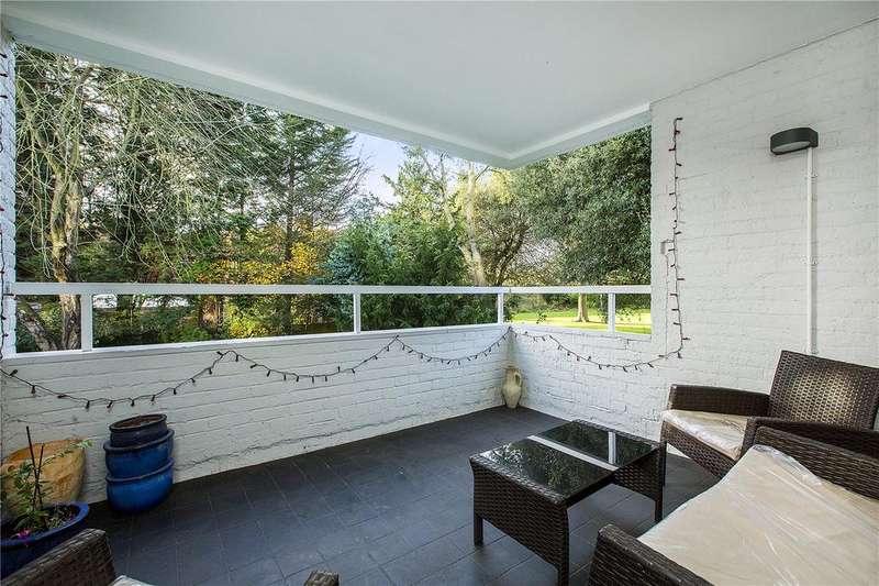3 Bedrooms Flat for sale in Salisbury House, Oakfield Estate, SW19