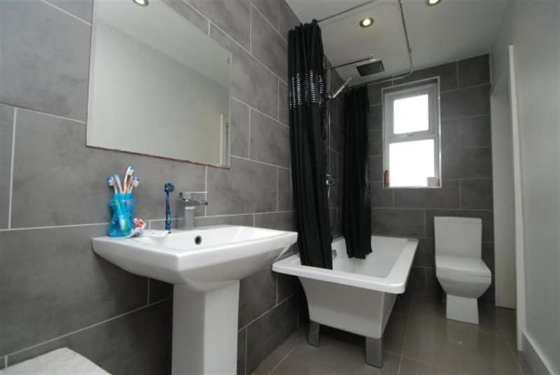 2 Bedrooms Terraced House for sale in Gresham Street, Denton, Manchester, M34 3AW