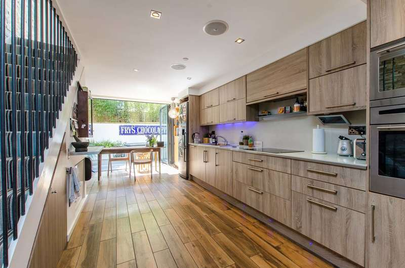 3 Bedrooms Semi Detached House for rent in Chiswick Road, Chiswick, W4