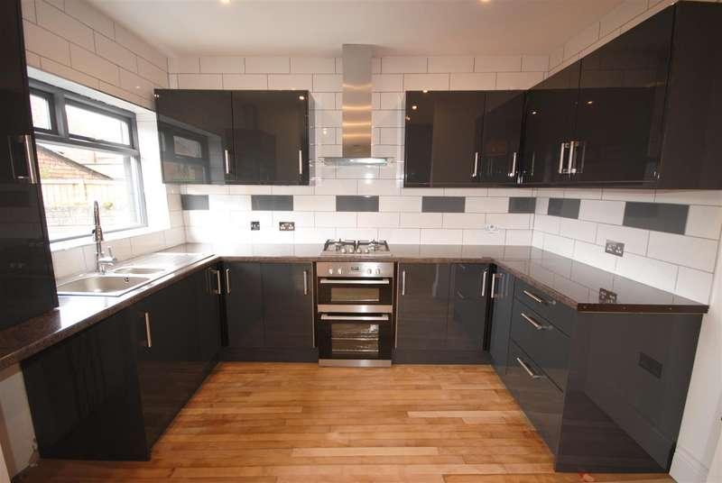 3 Bedrooms Property for sale in Avondale Road, Swinley