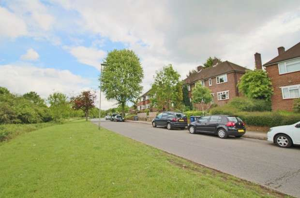 2 Bedrooms Apartment Flat for sale in Castlewood Road, Cockfosters, EN4