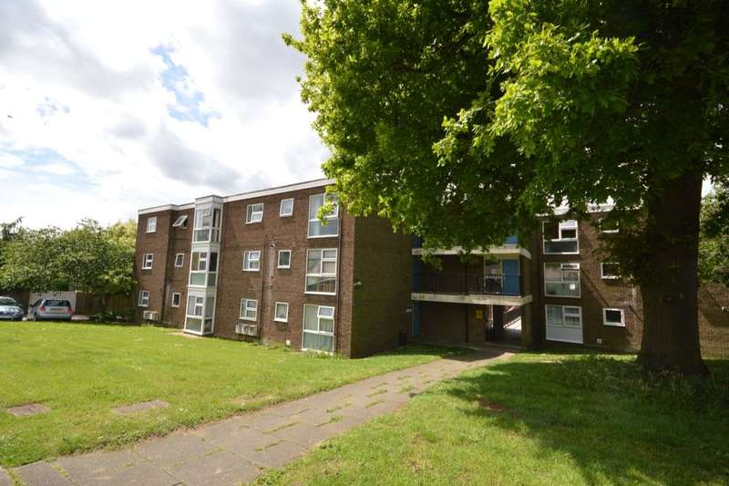 2 Bedrooms Flat for sale in Lonsdale Court, Stevenage, SG1