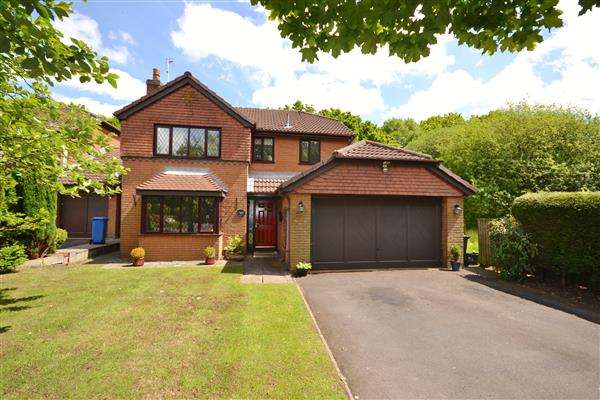 4 Bedrooms Detached House for sale in Dunrobin Drive, Euxton, Chorley
