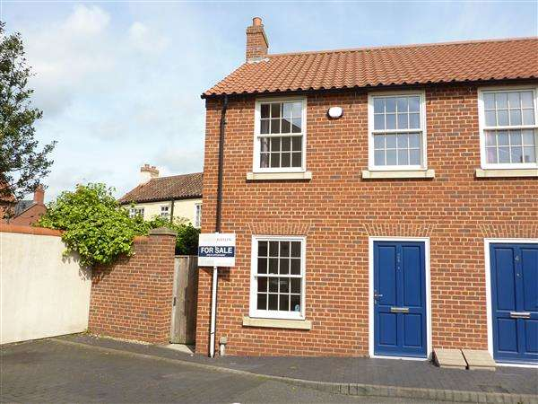 2 Bedrooms Town House for sale in KINGS MEWS, OFF NORTHGATE, LOUTH