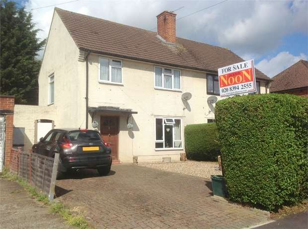 3 Bedrooms Semi Detached House for sale in Fendall Road, West Ewell