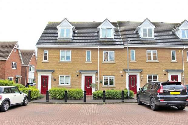 3 Bedrooms Terraced House for sale in Woodlands Park, Dunmow, Essex