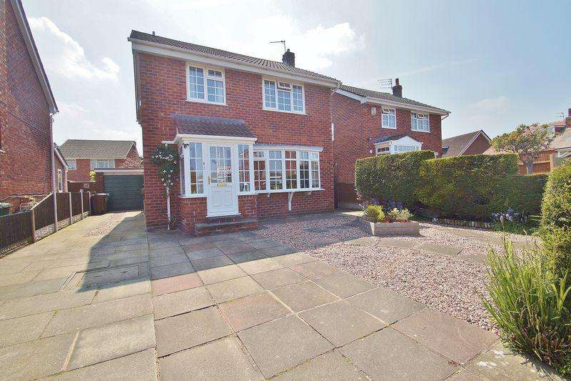 4 Bedrooms Detached House for sale in Fell View, Southport